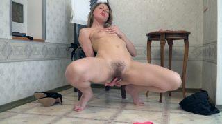 Jeniffer masturbates in an.. Wearehairy.com – gonzoporn.cc